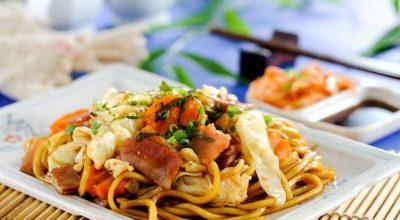 18 receitas de yakisoba que te farão ir para a cozinha agora