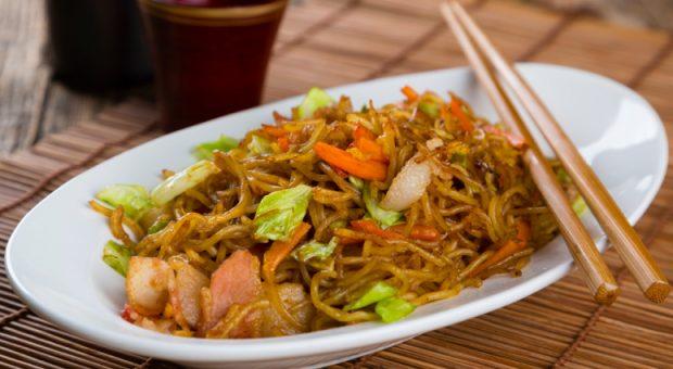 10 receitas de yakisoba vegano ricas em sabores e nutrientes