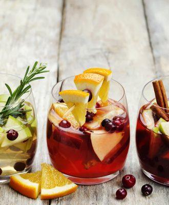 30 receitas de drinks com vinho para mandar bem nas festinhas