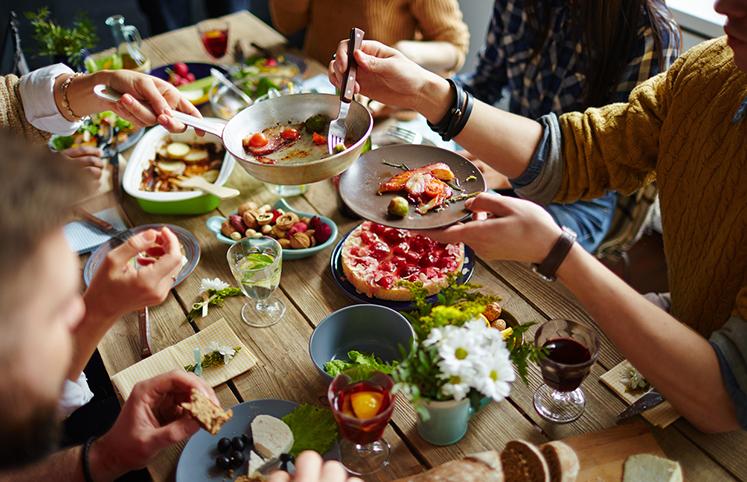 Resultado de imagem para jantares de amigos