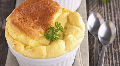 22 receitas de suflê de queijo cremosas e fáceis de fazer