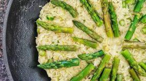 Risoto de aspargos com queijo brie e alho-poró