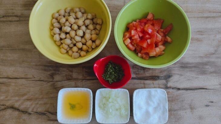 Salada de grão-de-bico simples - Passo a passo