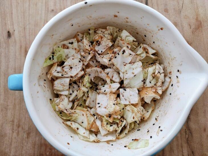 Salada de repolho com gergelim e shoyu - Passo a passo