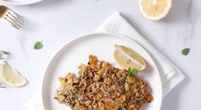 Tilápia assada com crosta de granola salgada
